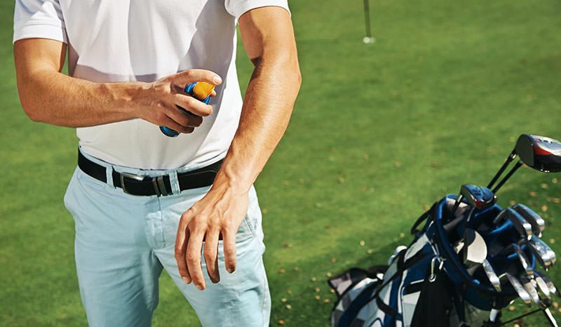 golfer applying sunblock