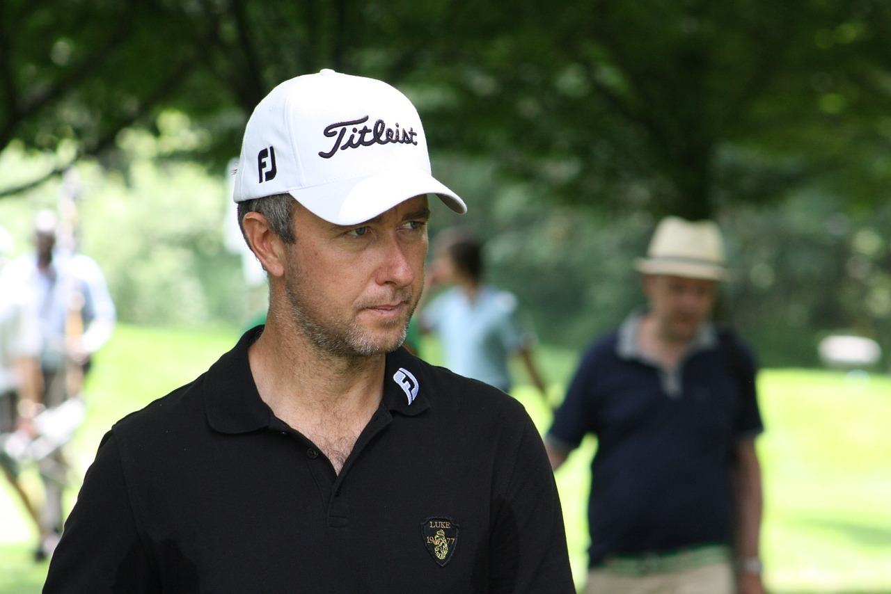 Golfer wearing the best golf hat